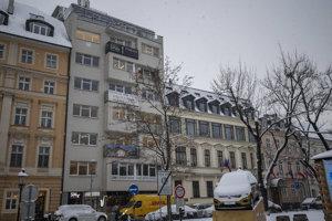 Funkcionalistický bytový dom na Hviezdoslavovom námestí.
