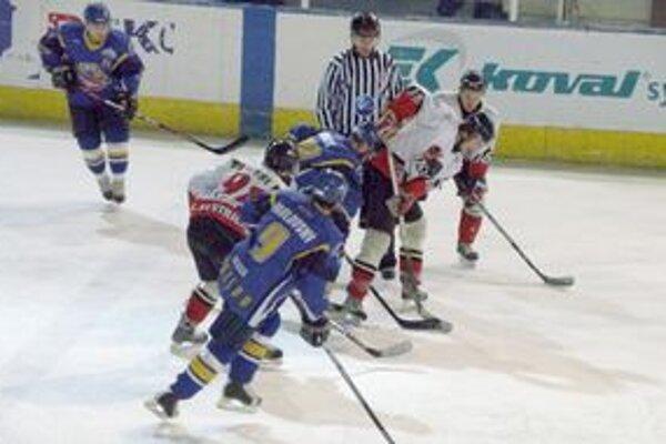 Pov. Bystrica (v bielom) nastrieľala Prešovu osem gólov, ale postupovú radosť nezažila.