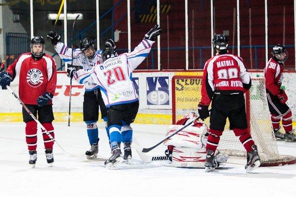 Extraligoví juniori z MHK 32 Liptovský Mikuláš skončili v celoslovenskej hokejovej extralige v základnej časti na piatej priečke.
