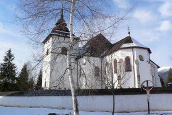 Snehová pokrývka v pribylinskom skanzene bola túto zimu skôr raritou. Nezvyčajná zima bez snehu však prilákala do všetkých expozícií múzea viac návštevníkov. Hlavnú turistickú sezónu však ešte len očakávajú  v letných mesiacoch.