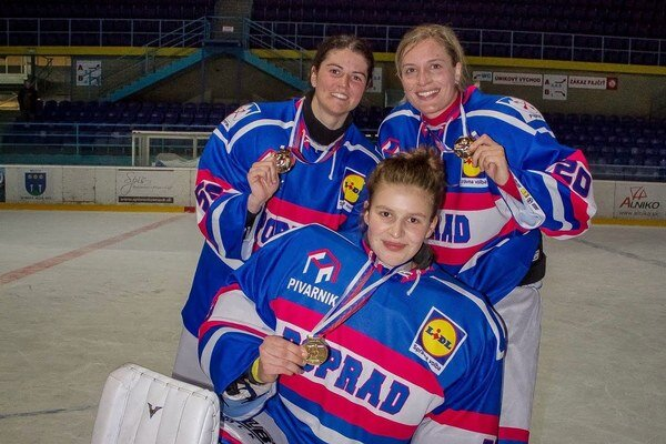 Z titulu sa tešia aj tri hráčky z Liptovského Mikuláša – útočníčky Jana Čulíková a Martina Staroňová i brankárka Romana Kiapešová.