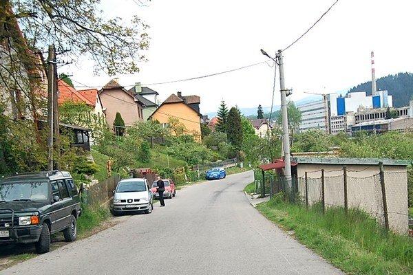 Obyvatelia si nevedia predstaviť, že by cestu popri ich domoch, mali využívať aj ťažké nákladné autá.