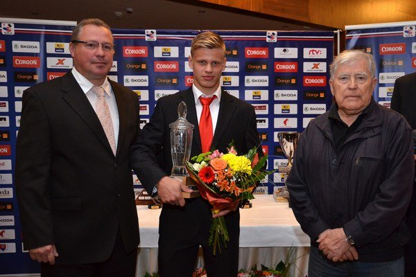 S hokejovými legendami Robertom Švehlom a Karolom Fakom