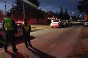 Na snímke policajná uzávera v obci Blatná na Ostrove v okrese Dunajská Streda. Pri obci zasahujú záchranári po úniku nebezpečnej látky.