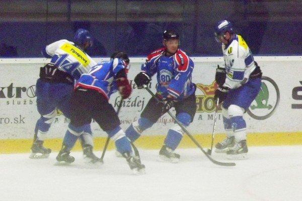Mikulášski  hokejisti odohrali prvý prípravný duel piatok v Poprade.
