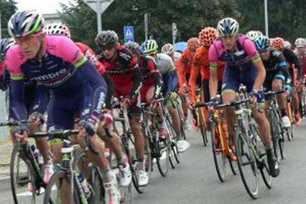 Fanúšikovia cyklistiky videli pretekárov zblízka aj v liptovskom regióne.