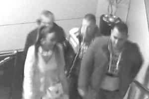 Polícia pátra po troch mužoch a jednej žene.