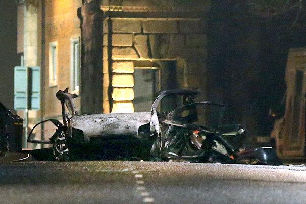 Pred súdom v Severnom Írsku vybuchlo auto, nikto sa nezranil