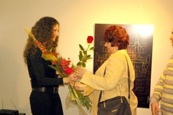 Medzi prvými gratulantmi bola Katarínina mama (vpravo).