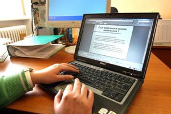 Rezervy pri zverejňovaní zmlúv má Ružomberok v tom, že sa nedajú vyhľadať podľa zadaných kritérií.