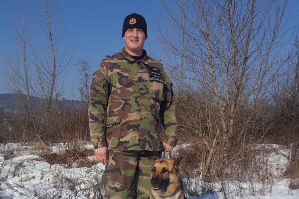 Práp. Miroslav Hujo so psom Trewisom.