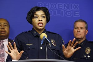 Policajnášéfka vo Phoenixe Jeri Williamsová.