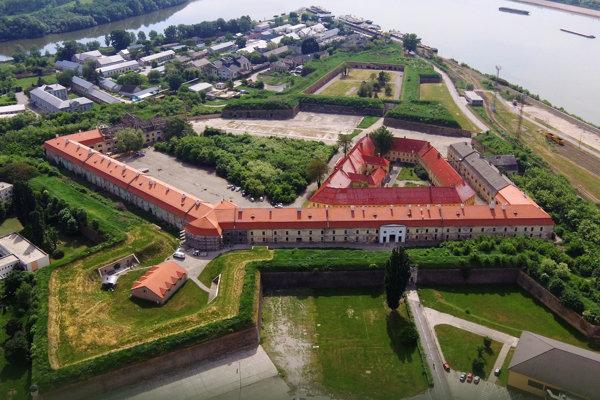 Letecký pohľad na komárňanskú pevnosť.