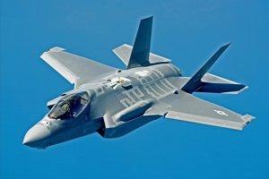 Stíhačka F-35 by v budúcnosti mohla zostreľovať jadrové rakety.