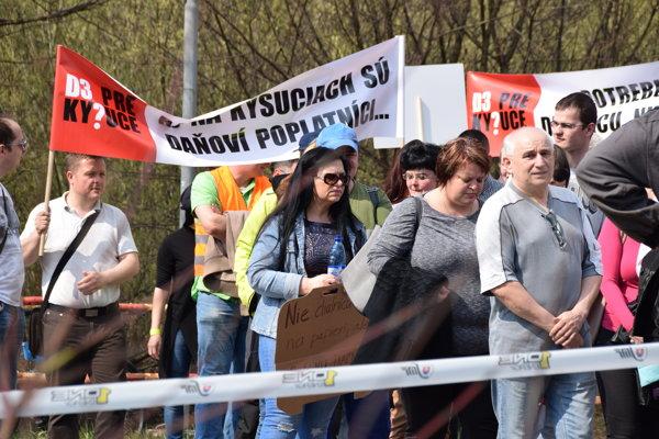 Kysučania zatiaľ zorganizovali tri protestné akcie. Za dokončenie diaľničných úsekov budú bojovať aj naďalej.