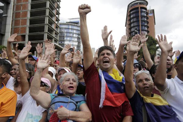 Protesty vo Venezuele pokračujú.