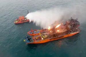 V Kerčskom prielive vypukol požiar pri prečerpávaní paliva z jednej lode na druhú.