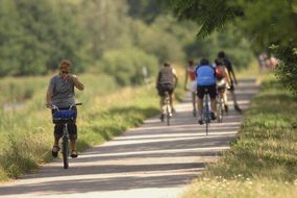 Trelnskú a Hrabovskú dolinu sprístupnia pre cyklistov, korčuliarov aj peších trustov pohodlným chodníkom.