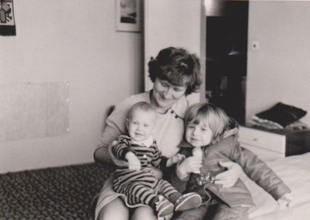 S vnučkami Evkou a Katkou