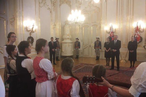 Prezidentovi prišli koledovať aj kysucké deti.