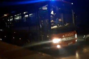 Hasiči poskytli obyvateľom aj autobus.