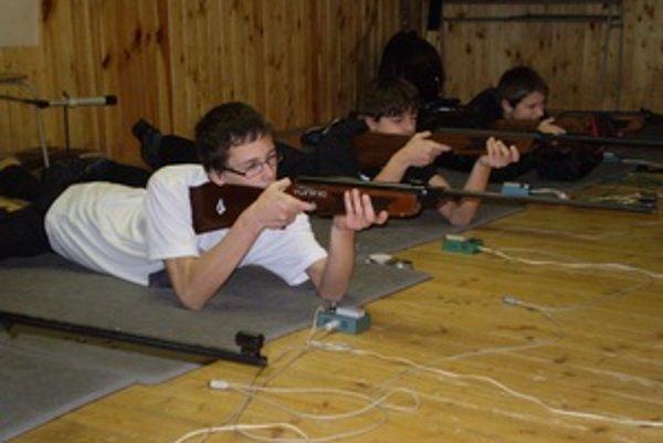 Súťaž žiakov v streľbe zo vzduchovky sa uskutočnila 21. decembra.