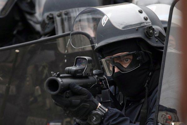 Gumovým projektilom sa pripisuje množstvo zranení vrátane vážnych, ktoré počas protestov utrpeli demonštranti.