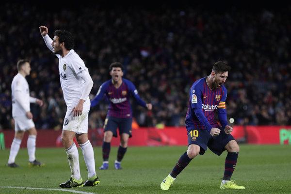 Lionel Messi (vpravo) sa raduje zo svojho gólu.