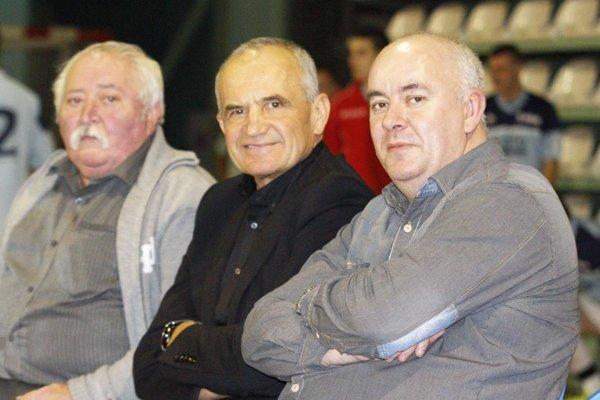 Jozef Husárik (v strede) už nie je medzi nami.