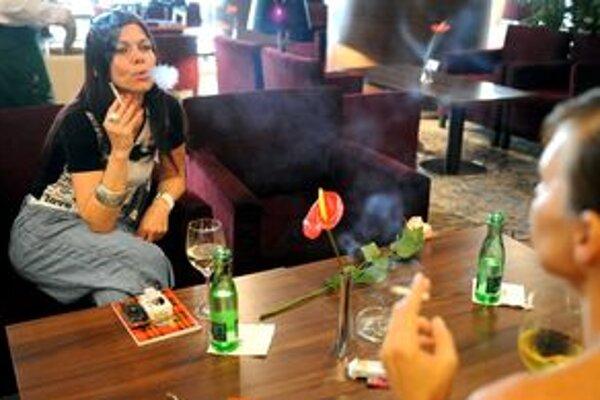 V reštauráciách, kde sa podáva jedlo, je zakázané fajčiť. Kontrolovať dodržiavanie zákazu nebude jednoduché.