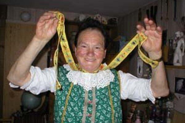 Dlhými stužkami Ľudmila Šunová mávala divákom.