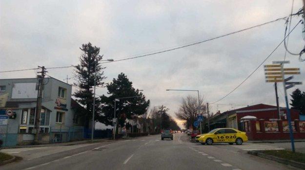Zelenečská ulica pri križovatke s Gorkého.