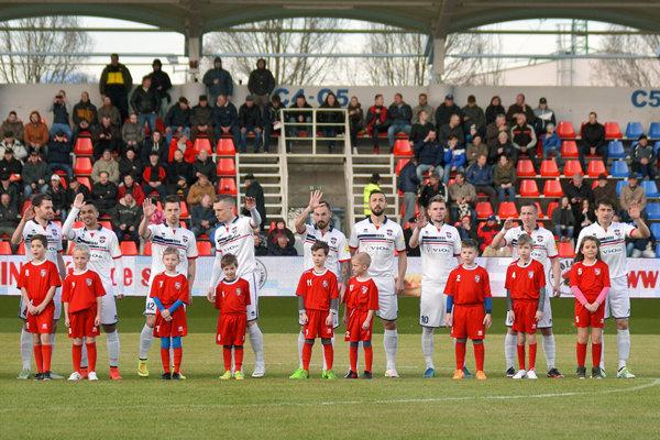 Zápasy FC ViOn sú prakticky jediným športovým vyžitím pre obyvateľov mesta, ak máme na mysli pravidelnú súťaž dospelých.