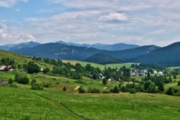 Na Veľkom Borovom je krásna príroda a pokoj,no keby boli ľudia bližšie k mestu,žilo by sa im ľahšie.