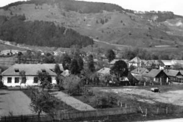 Aj z dobových fotografií sa ľudia dozvedia o histórii obce.