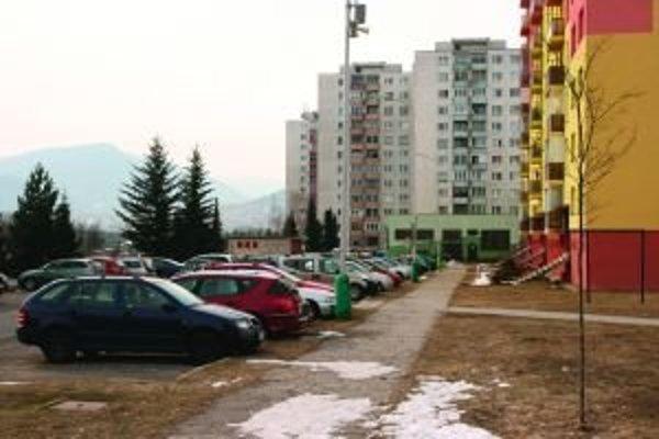 Zavedením regulovaného parkovania by mal mať každý, kto si zaplatí parkovaciu kartu, istotu, že bude mať kde zaparkovať.