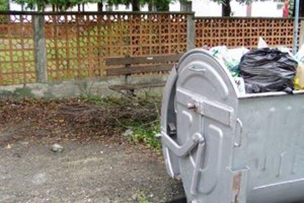 Komunálny odpad, v ktorom sa nachádza väčšie množstvo biologicky rozložiteľného odpadu, im na skládku v Lušteku nechcú uložiť.