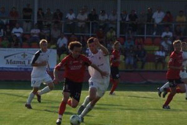 Prvoligoví súperi si dnes zmerajú sily v prípravnom derby zápase.