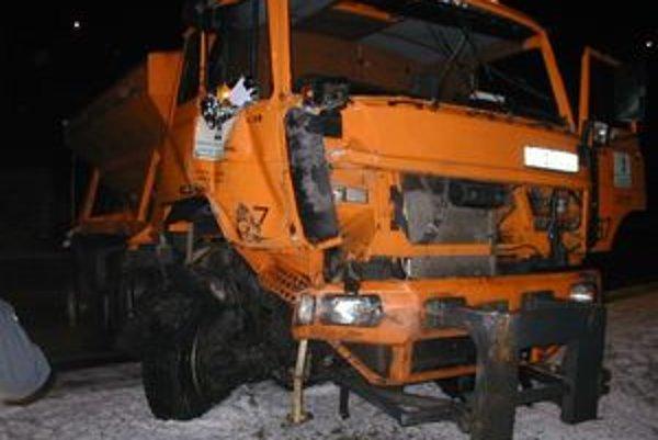 Takto vyzeralo cestárske vozidlo po nehode, pri ktorej sa nikto nezranil.