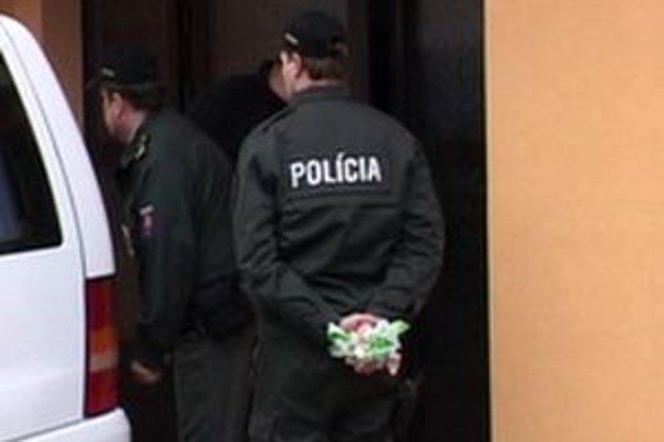 Po dvoch mužoch už policajti nepátrajú, pominuli dôvody.