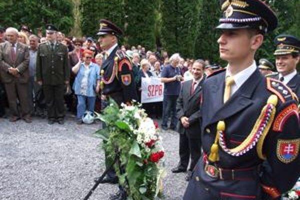 Celonárodné oslavy konca vojny sa dnes uskutočnili v Liptovskom Mikuláši.
