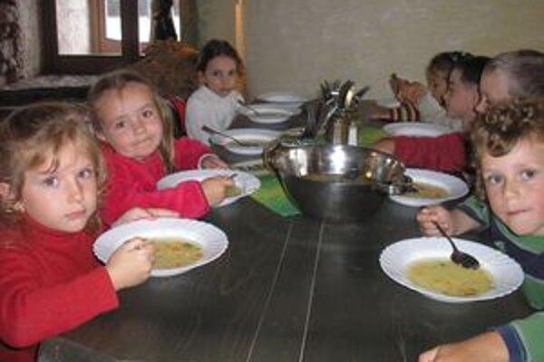V meste budú aj cez letné prázdniny otvorené najmenej dve materské školy.