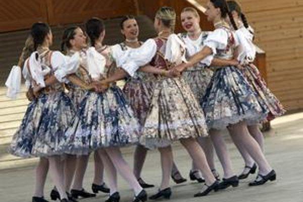 Počas sviatku folklóru budú na programe scénické aj nescénické programy, na festivale vystúpi tisíc dvesto folkloristov.