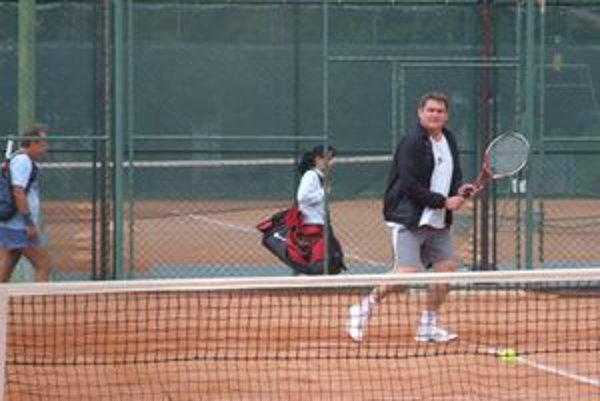 Na sobotňajšom tenisovom turnaji súťažilo dvadsaťsedem tenistov.