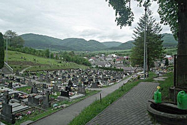 Nové osvetlenie majú aj na cintoríne.