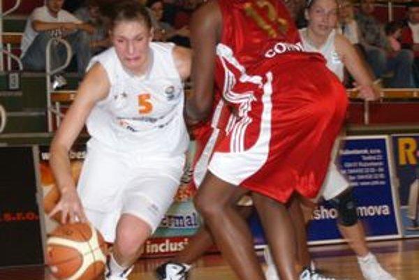 V dôležitom zápase podali basketbalistky vynikajúci výkon.
