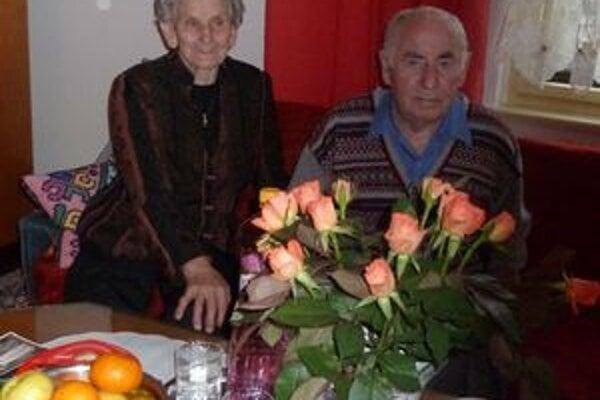 Diamantoví manželia Tomkovci žijú spolu už šesťdesiat rokov.