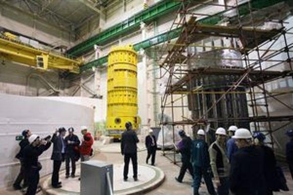 V minulosti bola havária v Černobyle príkladom hrozby. Slovenské jadrové elektrárne sú, podľa inžinierov, bezpečné. Napriek tomu majú obyvatelia z prípadnej havárie strach. Čím je elektráreň vzdialenejšia, tým viac sa boja. Podľa odborníkov preto, lebo ma