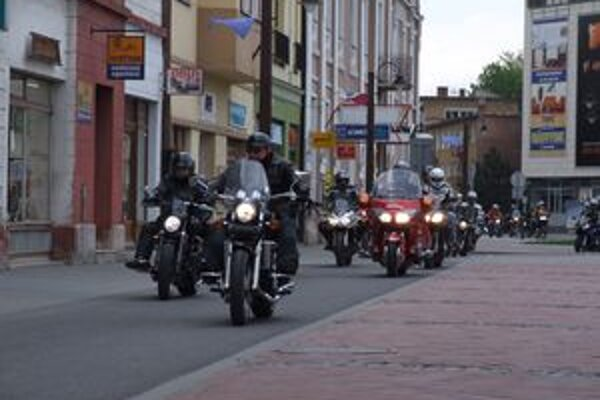 Motorkári prešli aj historickým centrom Liptovského Mikuláša.