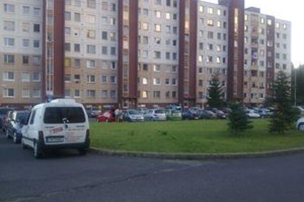 Okolie ulice Kemi v Liptovskom Mikuláši zmení svoju podobu do dvoch mesiacov. Namiesto zelene na tomto mieste budú parkoviská.